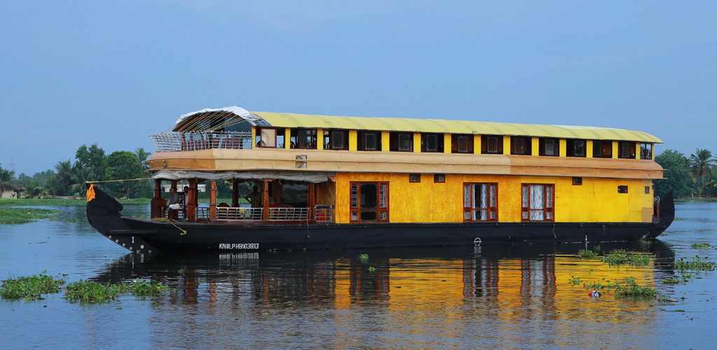 six-bedroom-houseboat