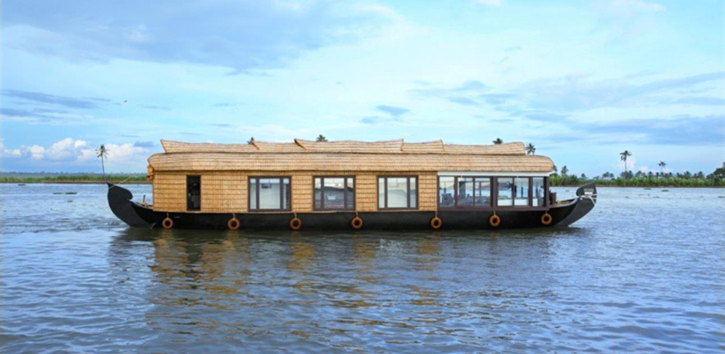 three-bedroom-houseboat