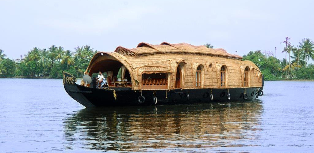 one-bedroom-houseboat-alleppey-exterior