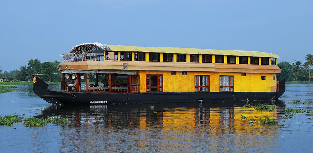 six-bedroom-houseboat-alleppey-exterior