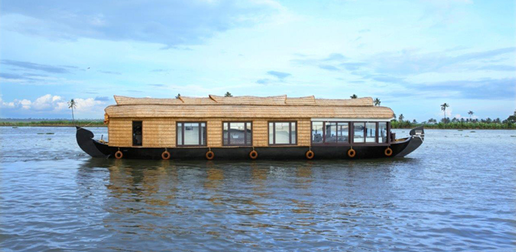 three-bedroom-houseboat-alleppey-exterior