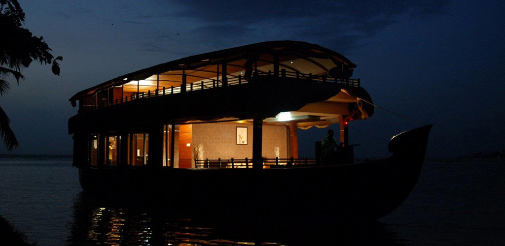 two-bedroom-houseboat-alleppey-exterior